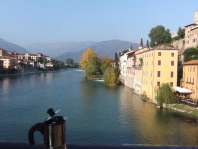 Moka si tuffa nel fiume Brenta