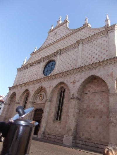 Moka davanti al Duomo di Vicenza