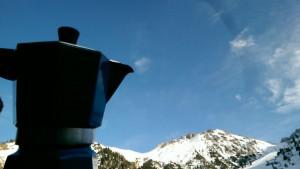 Moka osserva le montagne del Trans-Ili Alatau
