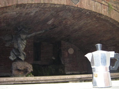 Moka che passeggia per Siena
