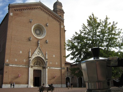 Moka di fronte alla Basilica di San Francesco
