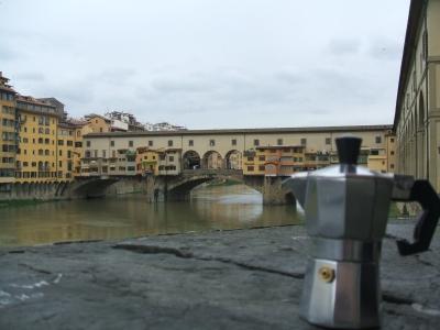 Moka ammira il Ponte Vecchio a Firenze